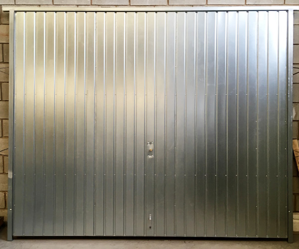 Puertas piquer puertas garaje for Puertas galvanizadas