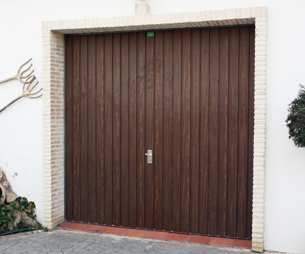 Puerta de garaje. Basculante muelles.
