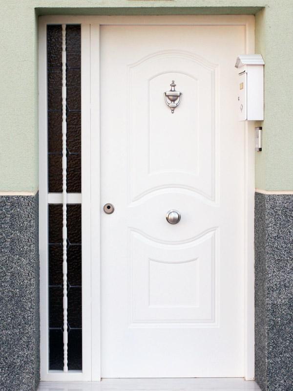 Puertas residenciales. Modelo Classic