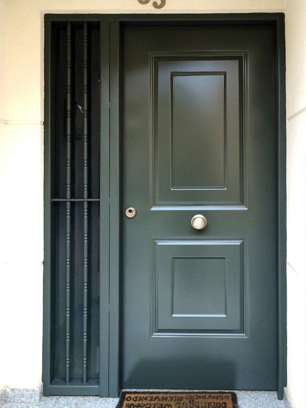 Puertas residenciales. Modelo Levante