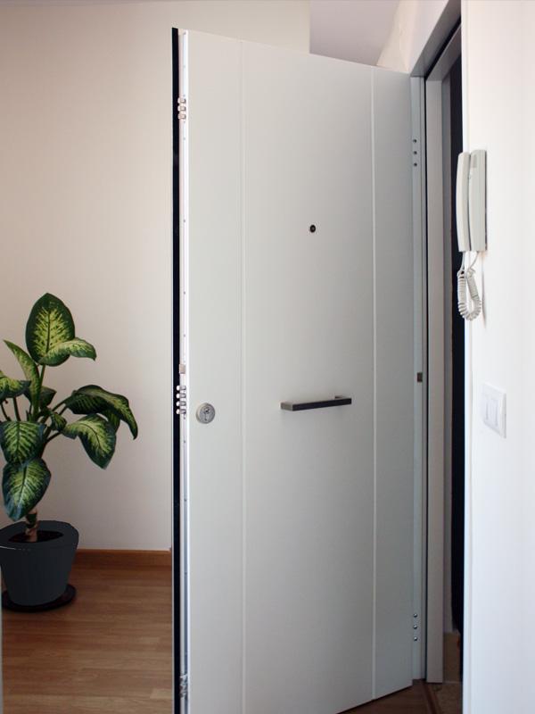 Puertas residenciales. Modelo Line Ana